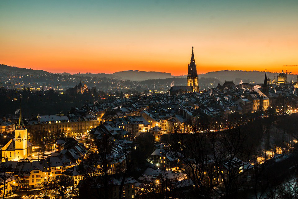 Maxime Baud and the e-Lab carry out their work in neurology  in Bern, here seen by night